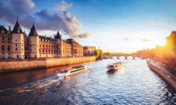 Eiffel Tower Skip the Ticket Line Summit Access & Sainte Chapelle & Conciergerie & River Cruise